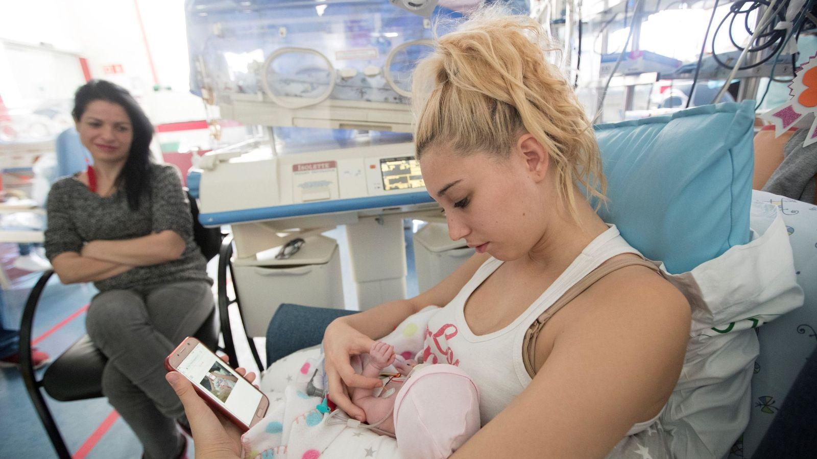 Foto: La leche materna puede contener mensajes que ayuden al bebé a conocer su reloj biológico (EFE/Marta Pérez)