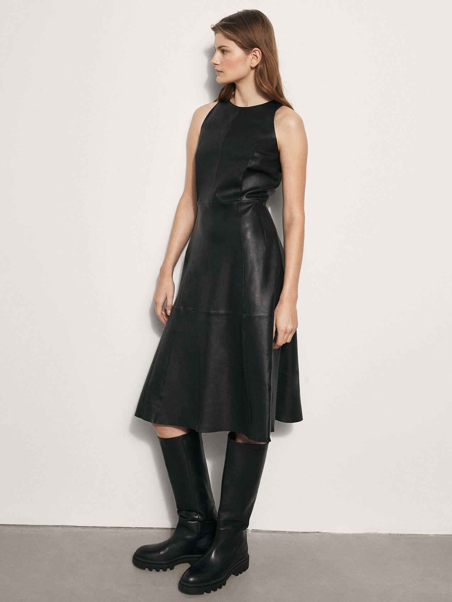 Vestido de piel de Massimo Dutti. (Cortesía)