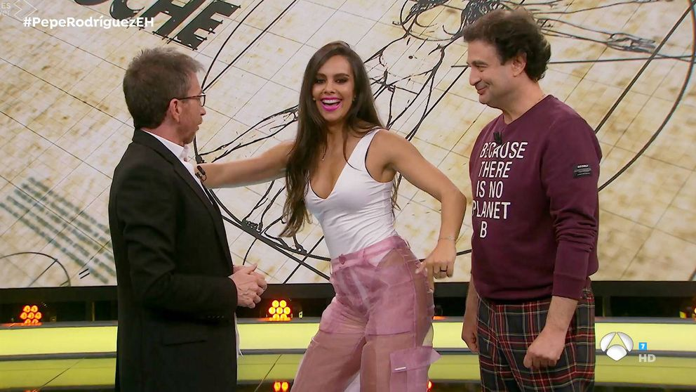 Del pantalón transparente al look Pocahontas: los 3 estilos de Pedroche en 24 h