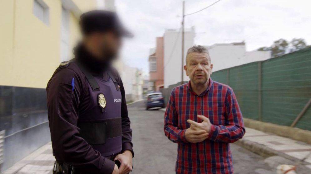 Foto: Chicot, junto a la policía en '¿Te lo vas a comer?'. (La Sexta)