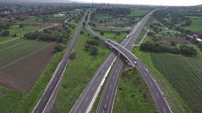 MEX422. CIUDAD DE MÉXICO (MÉXICO), 28 04 2020.- Fotografía cedida este martes, por la empresa Sacyr, que muestra un tramo de la carretera Pirámides-Tulancingo-Pachuca (México). Un consorcio liderado por la empresa de infraestructura Sacyr rehabilitó en México la carretera Pirámides-Tulancingo-Pachuca tras una inversión de 72,2 millones de euros (unos 78,5 millones de dólares), informó este martes la compañía española. EFE  Sacyr SOLO USO EDITORIAL NO VENTAS