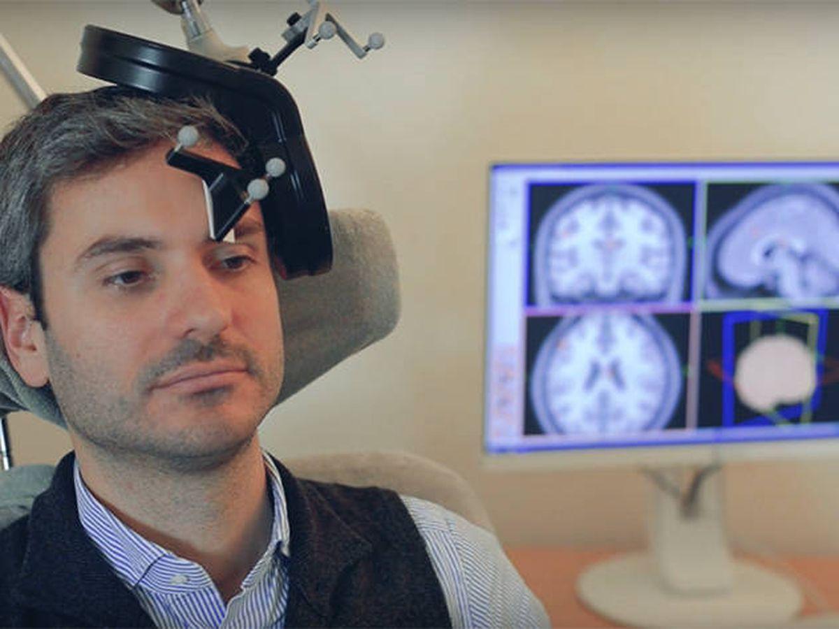 Foto: Estimulación magnética transcraneal. Foto: Youtube
