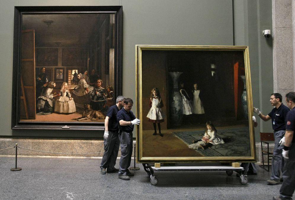 Foto: Colocación de cuadros en el Museo del Prado. (EFE)