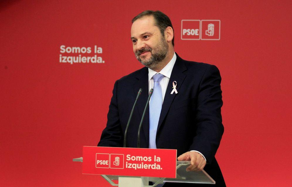Foto: José Luis Ábalos, secretario de Organización del PSOE, durante su rueda de prensa de este 19 de octubre. (EFE)