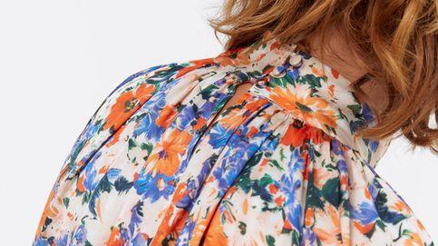 Esta blusa de flores de Uterqüe queda igual de bien con unos jeans que con unos baggy