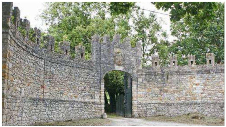 Entrada principal de la Quinta de la Peña de Francia, Deva. (Archivo Patrimonio de Gijón)