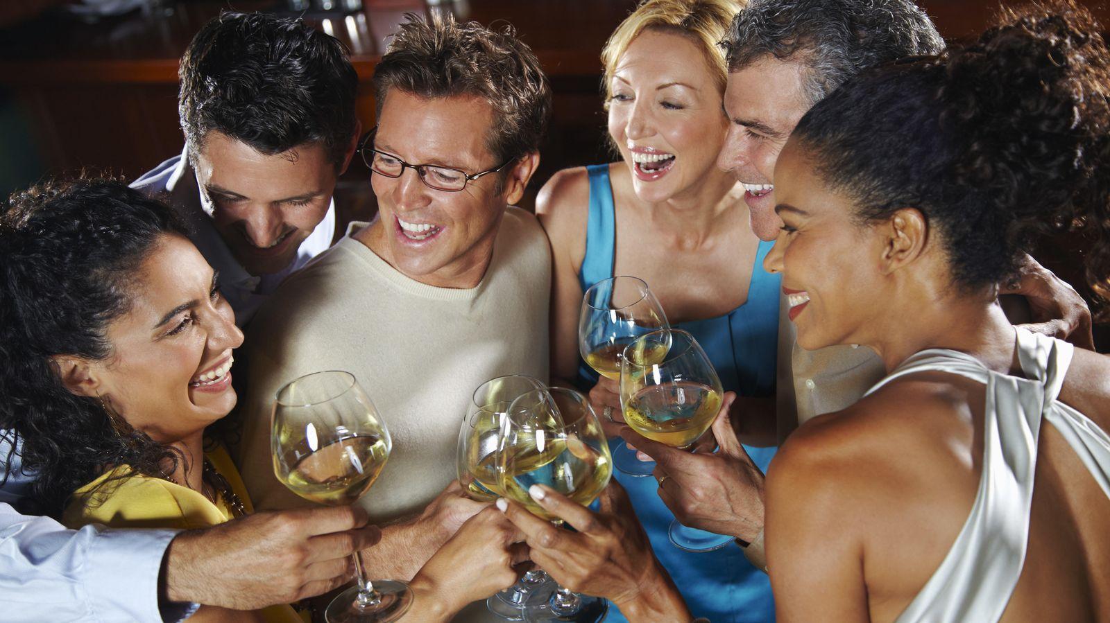 Foto: Al llegar a los cuarenta dedicamos menos tiempo a la vida social. (Corbis)