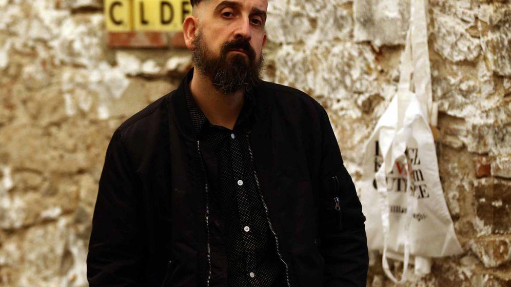 Foto: Javier calvo da visibilidad al traductor con el fantasma en el libro