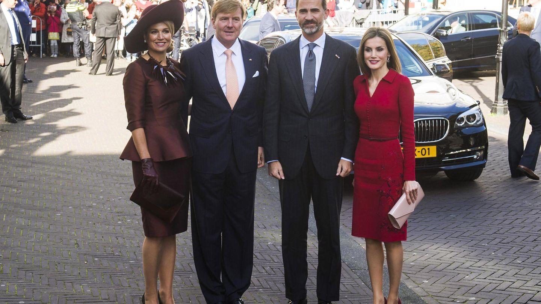 Felipe y Letizia reciben en Madrid a los reyes Máxima y Guillermo de Holanda. (Reuters)