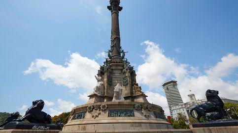 Un grupo independentista trata de incendiar la estatua de Colón en Barcelona