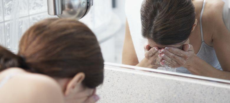 Foto: No es bueno lavarse siempre la cara por la mañana. (Corbis)