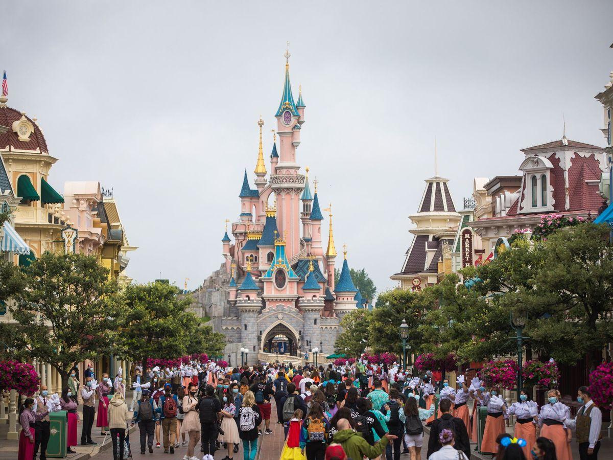 Foto: Los parques Disney reciben a miles de personas cada día (EFE EPA/Christophe Petit Tesson)