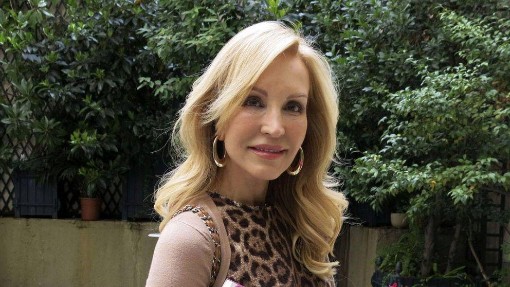 Carmen Lomana pasa por la peluquería favorita de Paula Echevarría y se apunta al corte de moda