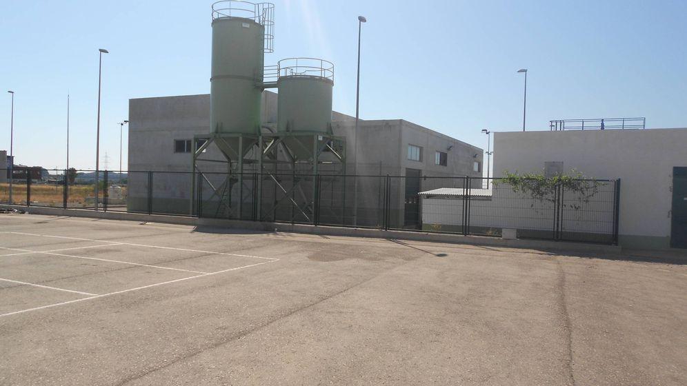 Foto: La depuradora de la Generalitat que debe dar servicios al polígono de Los Vientos en Náquera y está sin uso.