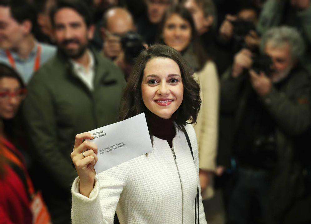 Independencia de Cataluña: Crónica rosa del 21D: un cine, un triste aniversario de boda y un marido en la sombra
