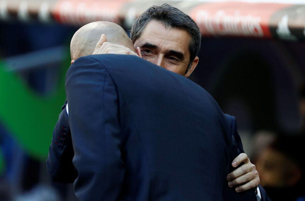 Foto: Ernesto Valverde, saludando a Zidane. (Reuters)