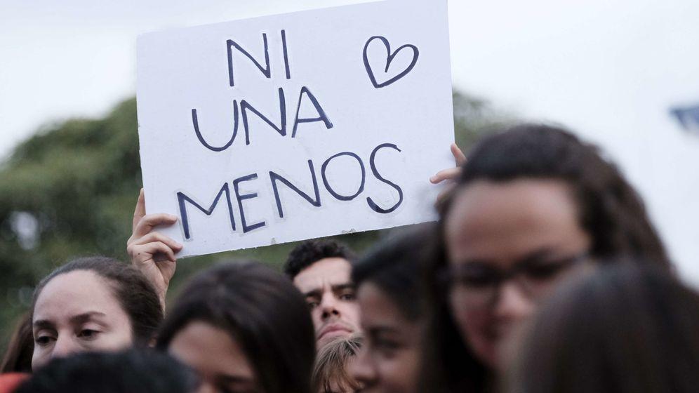 Foto: Personas participan en una manifestación contra la violencia de género. (EFE)
