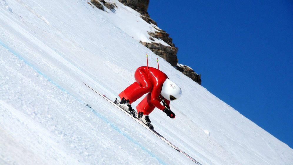 Foto: Juan Carlos Sánchez sobre sus esquís a más de 200 km/h.
