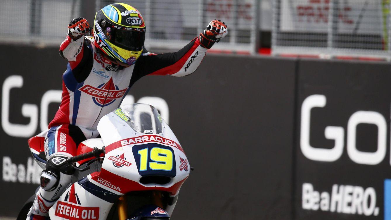 Simeon se lleva la victoria en Moto2 y Tito Rabat se va al suelo en la última curva