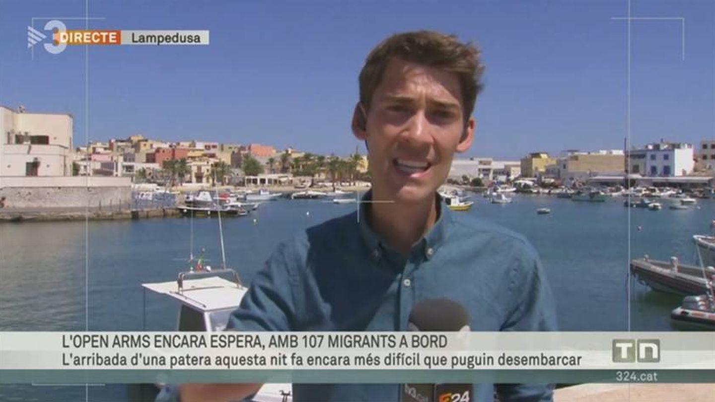 El reportero Ferrán Moreno García informando desde Lampedusa. (TV3).