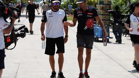 Sainz recibe el cariño de Alonso en la pista donde comenzó todo