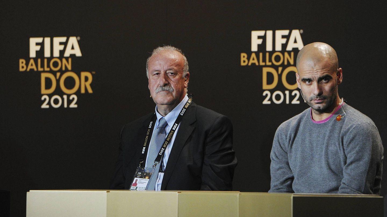 Vicente del Bosque y Pep Guardiola, durante la gala del Balón de Oro, en enero de 2013. (EFE)