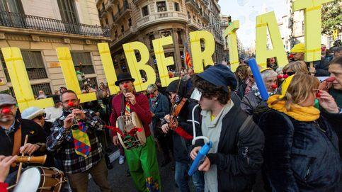 Unos 500 independentistas se concentran ante la Jefatura de Policía de Barcelona