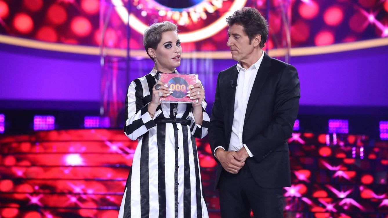 Foto: Soraya Arnelas con el trofeo de 'TCMS'. (Atresmedia Televisión)