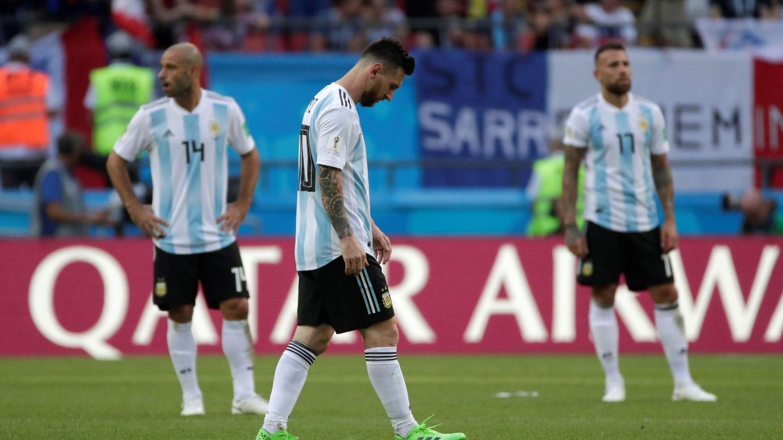 Messi, con la cabeza agachada. (Efe)