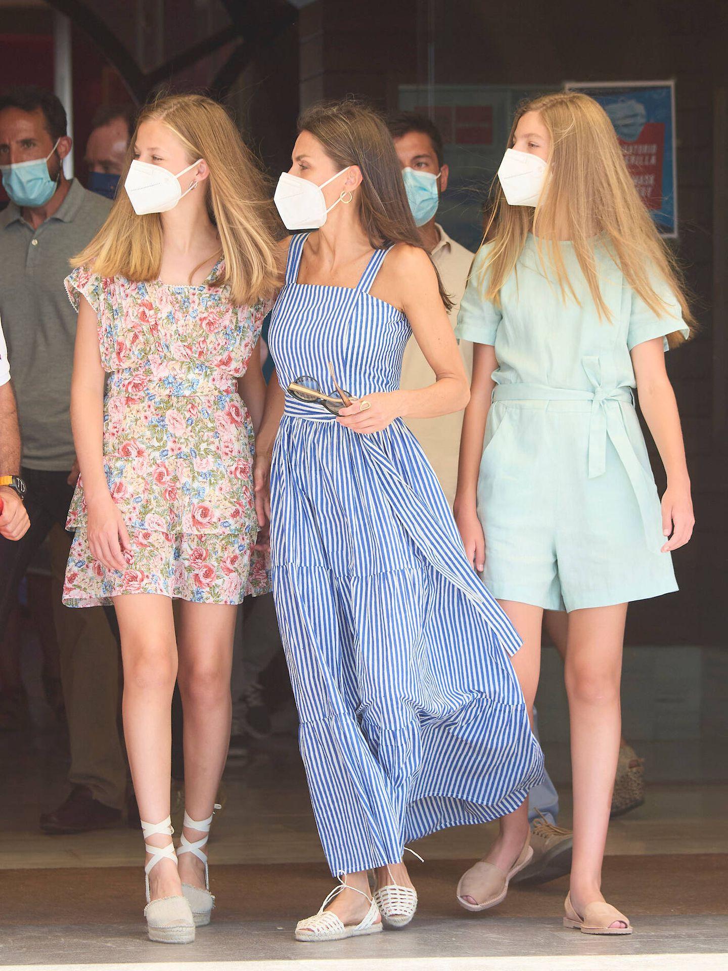 Letizia, Leonor y Sofía, durante su estancia en Mallorca. (Limited Pictures)