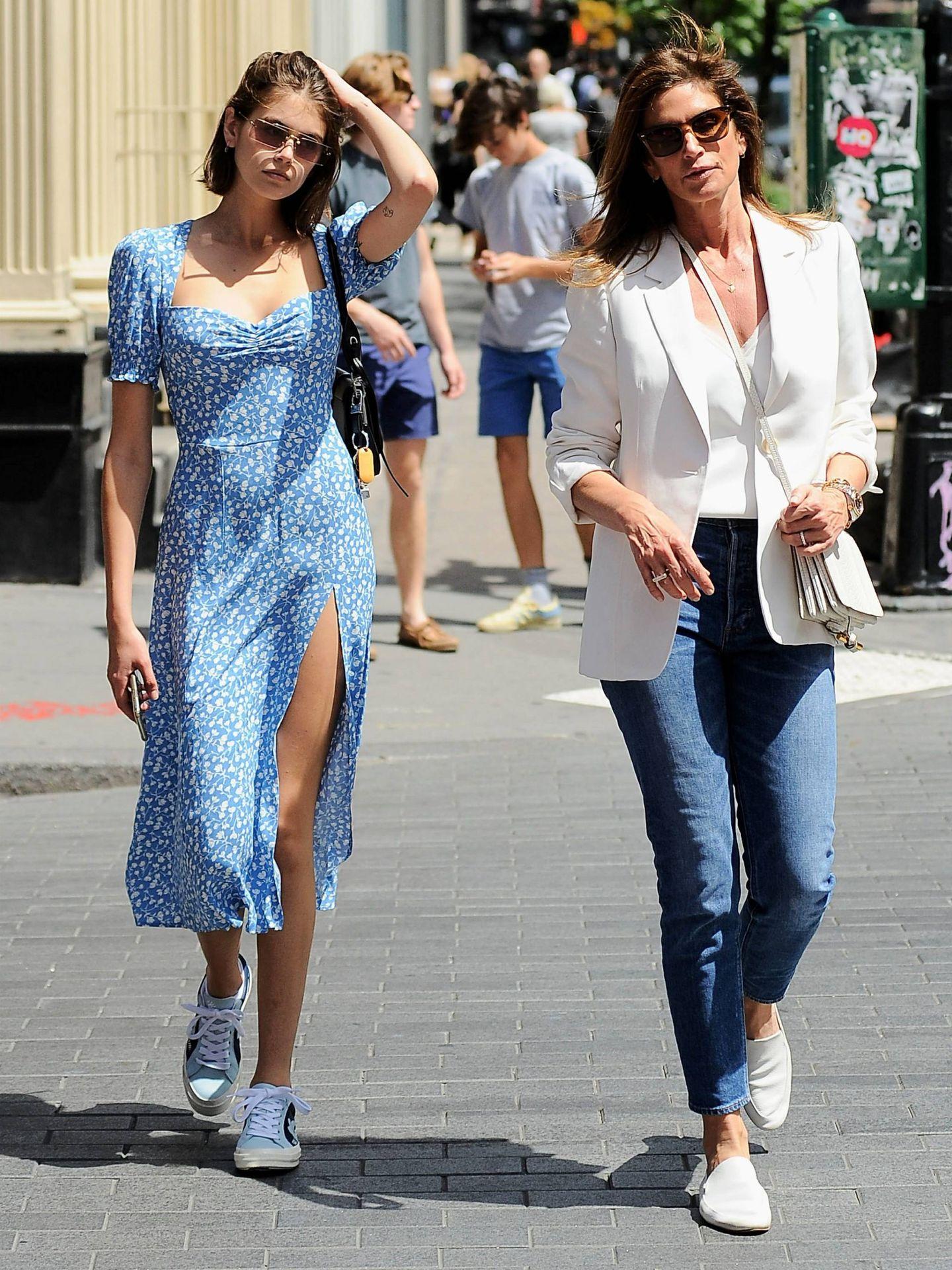 Cindy Crawford y Kaia Gerber, paseando por Nueva York. (Cordon Press)
