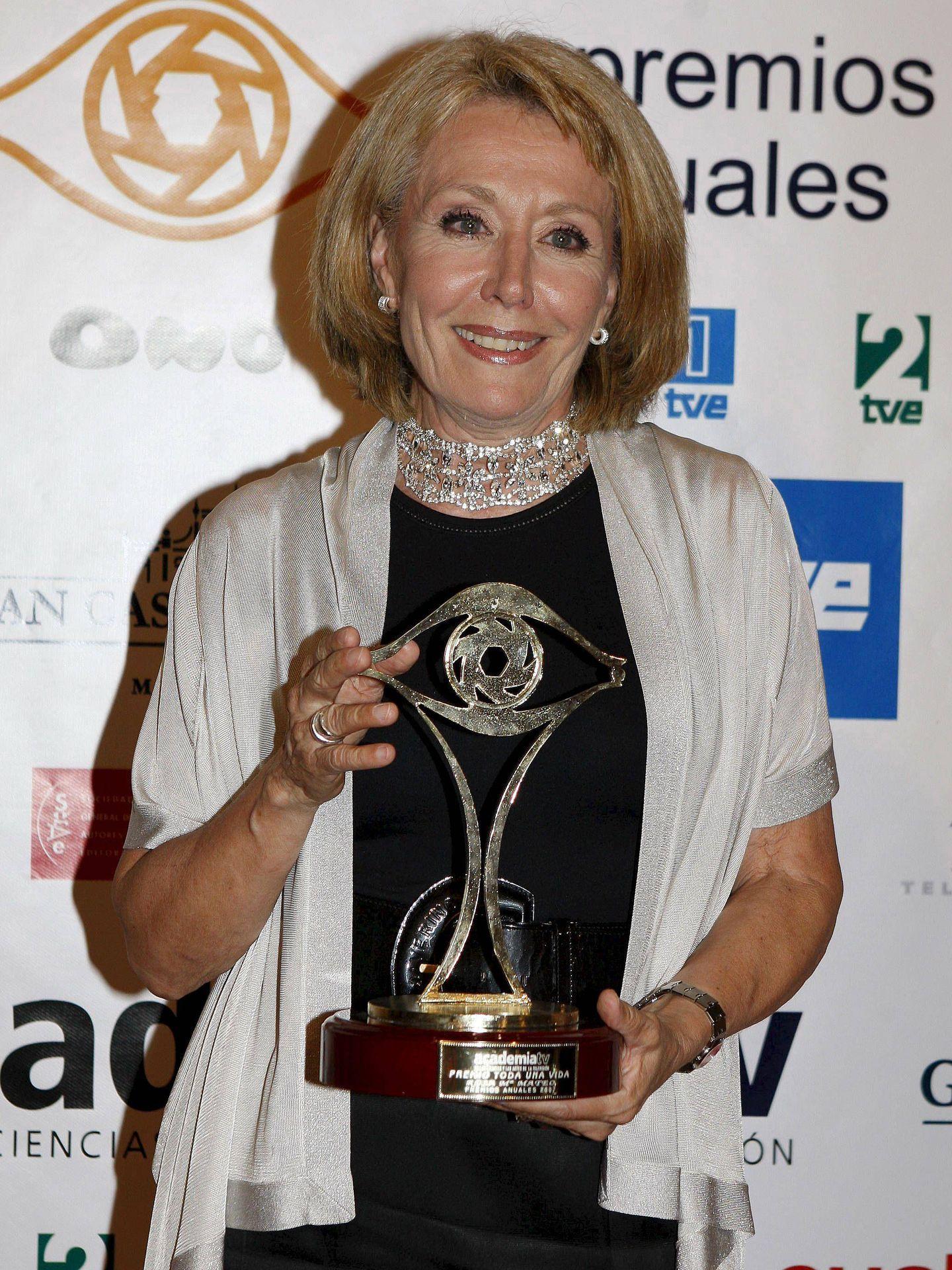 Rosa María Mateo, el 2 de julio de 2008, cuando recibió el Premio Toda Una Vida de la Academia de TV, en Aranjuez, Madrid. (EFE)