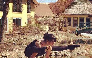 Las 365 posturas de yoga de la mujer mallorquina de Alec Baldwin