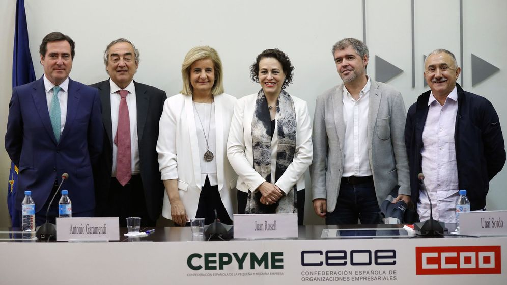 Foto: CCOO, UGT, CEOE y Cepyme firman del IV Acuerdo para el Empleo y la Negociación Colectiva 2018-2020