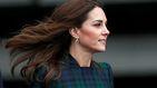 Kate Middleton no sorprende con su look, pero sí con los complementos