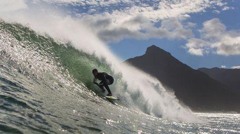 Así desafía un grupo de surfistas al temporal en Río de Janeiro