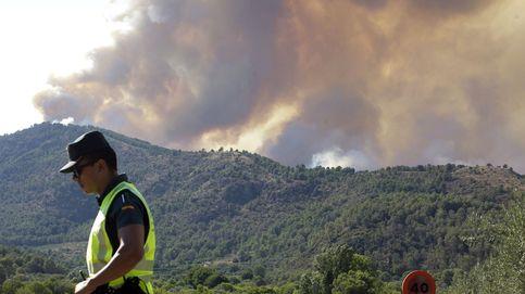 El fuego devora el interior de Castellón con el viento y la montaña como aliados