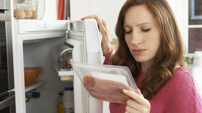 Comí comida caducada durante un año y la fecha de caducidad no sirve para nada