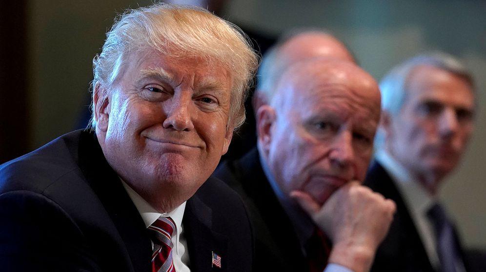 Foto: Trump, junto a miembros del Congreso, en la Casa Blanca. (Reuters)