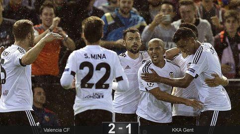 Un afortunado Valencia suma tres puntos vitales ante el Gent