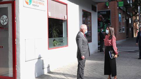 Letizia en Vallecas: sin fotógrafos, en una zona confinada y con un look para el olvido