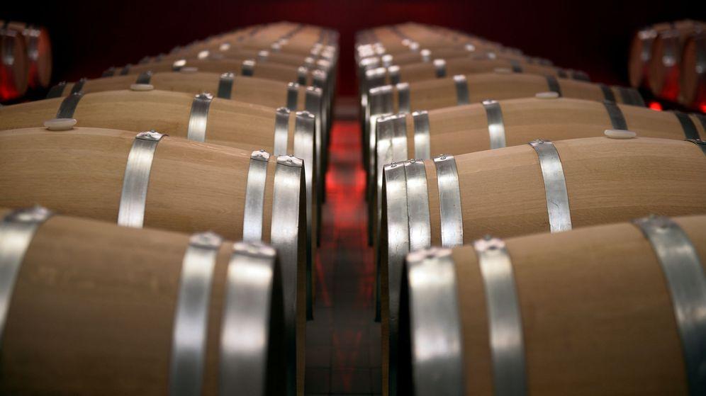 Foto: Sala de barricas de la bodega Rothschild-Vega Sicilia. (Reuters)