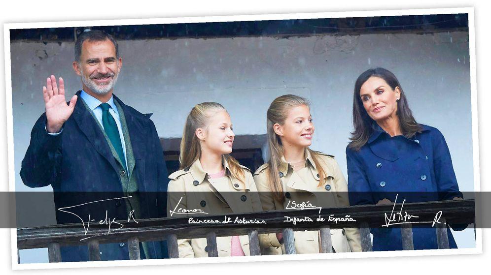 Foto: La felicitación de los Reyes y sus hijas. (Casa Real)