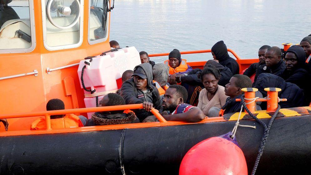 Foto: Llegada a Melilla de 35 inmigrantes, entre ellos un bebé, este pasado fin de semana. (EFE)