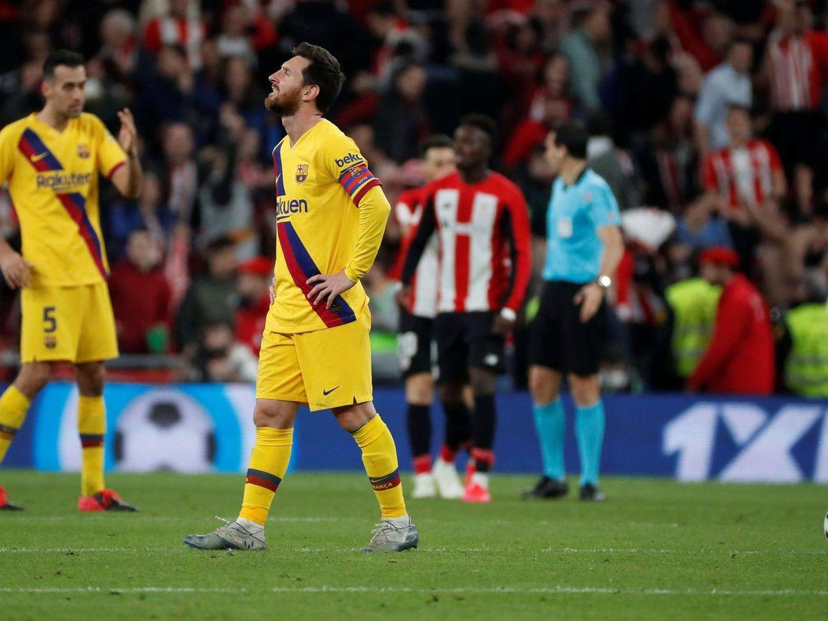Foto: Leo Messi, tras el gol del Athletic Club que eliminó al FC Barcelona en la Copa del Rey. (EFE)