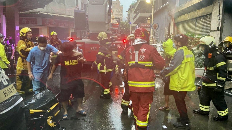 Situación durante el incendio en Kaohsiung, Taiwán. (Reuters)