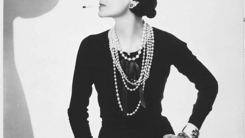 Coco Chanel, en un retrato de Man Ray. (Archivo)