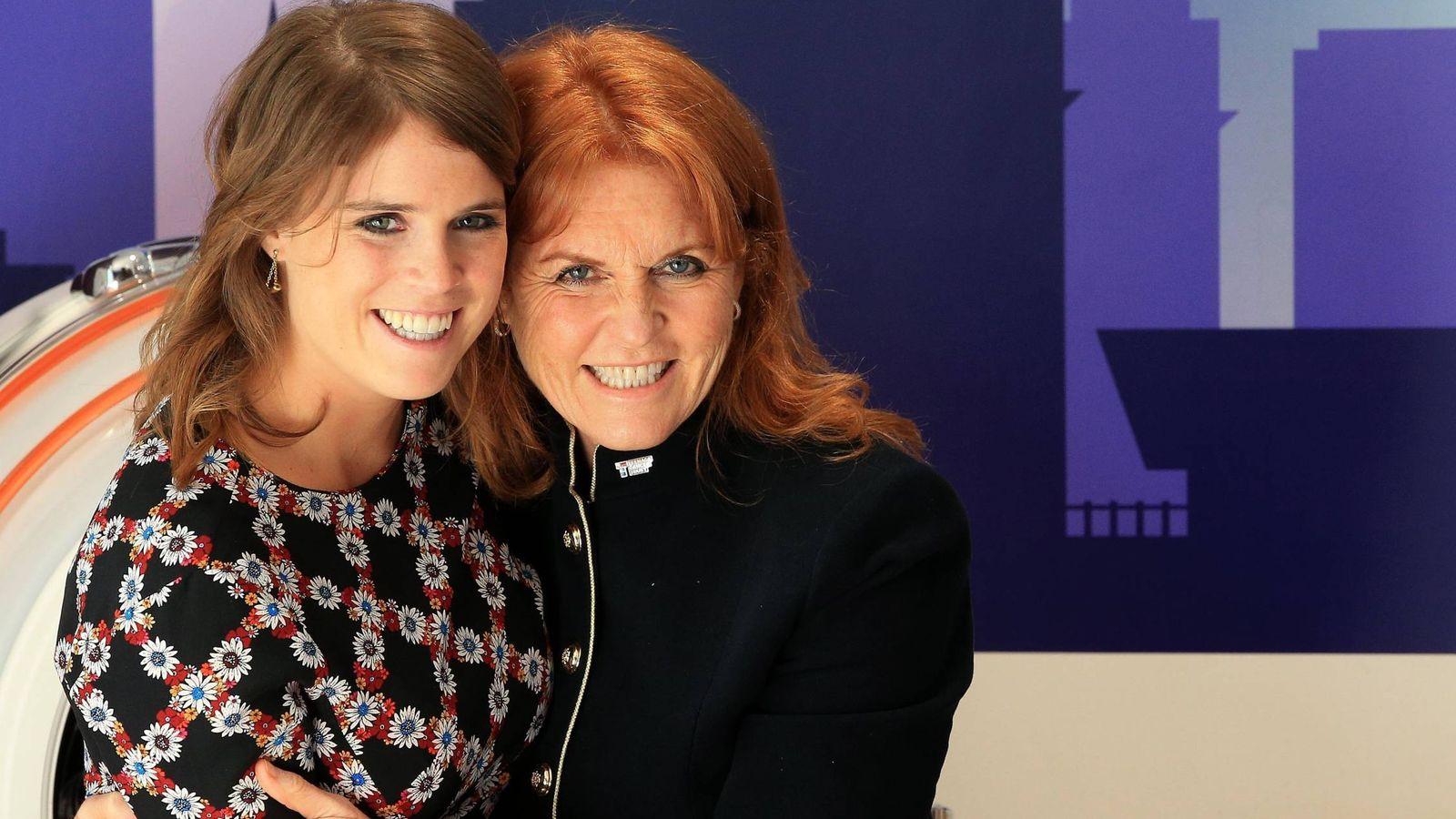 Foto: Eugenia y su madre, Sarah Ferguson, en una imagen de archivo. (Gtres)