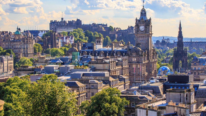 En temporada alta no caben más turistas en Edimburgo. (iStock)