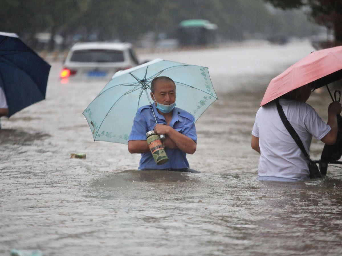 Foto: Situación tras las fuertes lluvias en Zhengzhou. (Reuters)